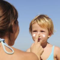 سن مناسب برای استفاده از کرم ضد آفتاب