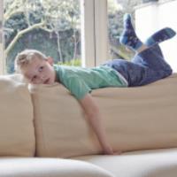 تنهایی کودکان در خانه