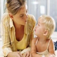 به کودکان صحبت کردن را بياموزيد