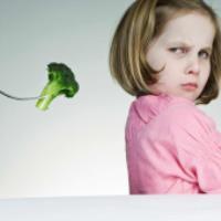 روش صحيح برخورد با کودکي که غذا نمي خورد