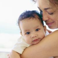 آموزش بغل کردن نوزاد