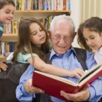 کلیپ شعر کودکانه بابابزرگ و کتاب