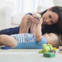 رشد و پیشرفت کودک 8 تا 12 ماه