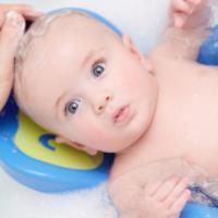 چطور نوزادمان را حمام کنیم؟