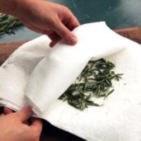 چگونه سبزی ها را در ماکروویو خشک کنید؟!
