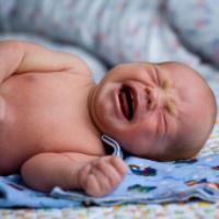چگونه کودک گریان خود را آرام کنیم ؟