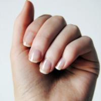 چگونه یک ناخن شکسته را ترمیم کنیم؟!