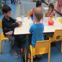 چطور باید اعتماد به نفس کودک گوشه گیر را افزایش داد؟