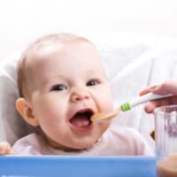 تغذیه نوزاد در شش ماه اول