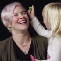 بچهها صورت ماماناشون رو آرایش میکنند!