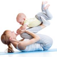 ورزش کردن مادر و کودکان در خانه