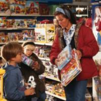 مشکل والدین با بچه ها در اسباب بازی فروشی!