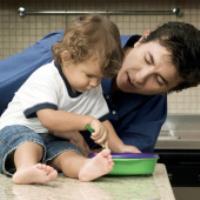 نشانههای تاخیر در رشد در کودکان تا دو سالگی