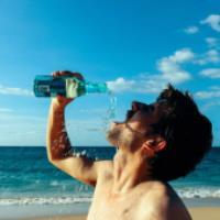 اهمیت مصرف مایعات در تابستان