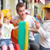 اسباب بازی چه تاثیری بر اعتماد به نفس کودک دارد؟