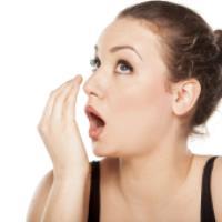 علت های بوی بد دهان چیست و چه باید کرد؟