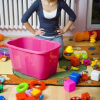 با کودکانی که اسباب بازی خود را جمع نمی کنند چه کنیم؟