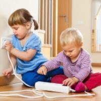 کودک و وسایل خونه، ترفند هایی برای ایمنی کودک