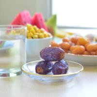 کدام خوراکی در ماه رمضان مانع خشک شدن دهان می شود؟