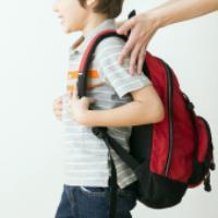 این 3 وسیله را همیشه در کوله پشتی فرزندانتان قرار دهید